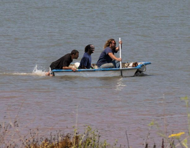 paddling_with_looter.jpg